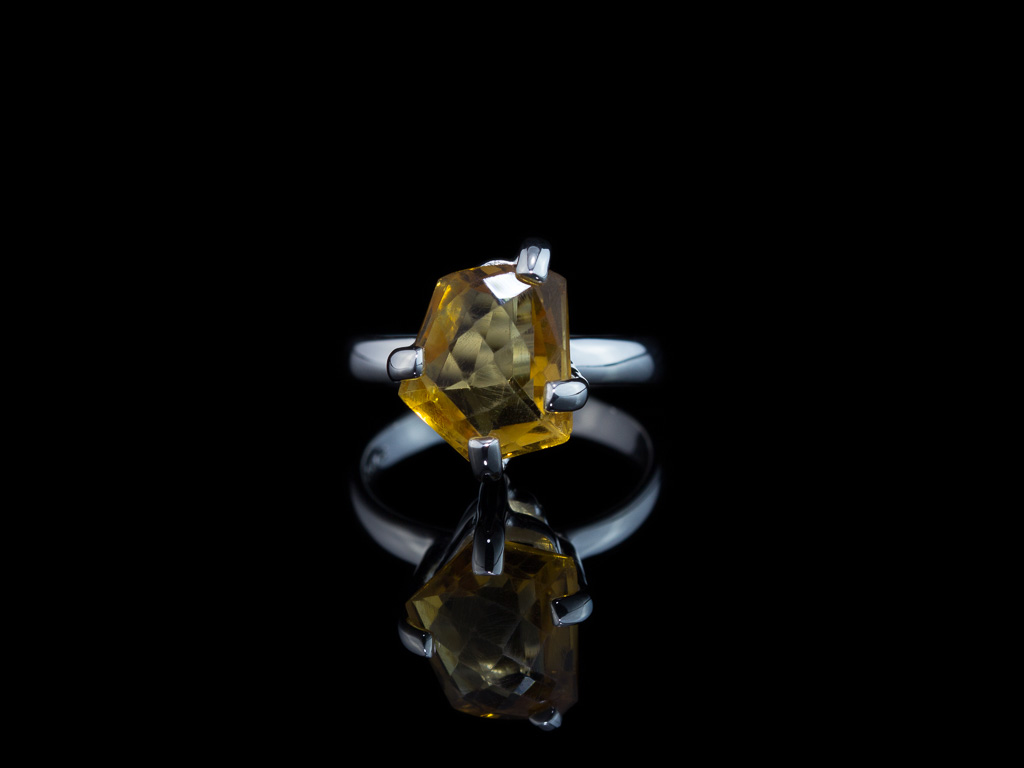 CITRINE PENTAGON | Sterling Silver cocktail ring with five edges (sold)