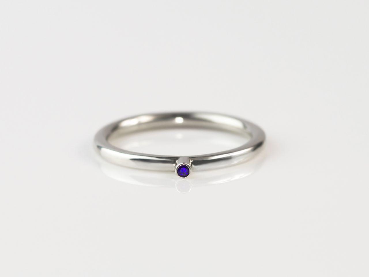 blauer punkt saphir ring aus 925er silber ausverkauft. Black Bedroom Furniture Sets. Home Design Ideas